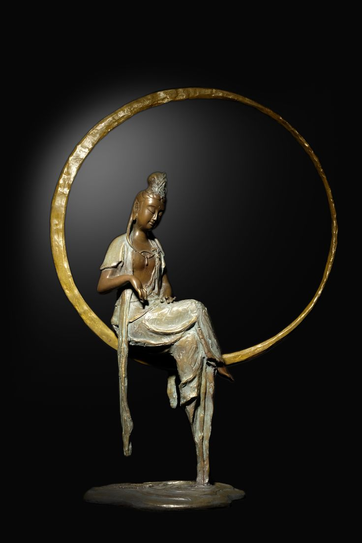 """子問老師作品- 作品名稱:33觀音-映慈 實際尺寸:L35xH53(cm) 創作理念: 因其法相為坐姿於水面月輪之上,遙望眼下水面的月光倒影,猶如水中觀月,月代表著沉靜、柔和之美,「心之淨化、水難守護」。 造型:觀音被月輪之光圈包圍的圓滿充盈,衣襟落於平靜水面之上泛起了漣漪,如一面明鏡,望之讓人觀心自照、心靜如水一般,呈現出作品柔順平和、慈善之美的延續,故名""""映慈""""。"""