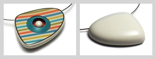 Surfboard Bead: Front & Back | I saw this 'in the flesh' today, it is stunning!