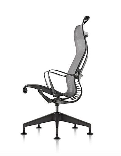 SETU La familia Setu (Herman Miller – USA) proporciona comodidad instantánea para todo tipo de personas, en todo tipo de situaciones. La columna vertebral cinemática en Setu sigue los movimientos y se flexiona con el usuario, mientras que la tela elastomérica se ajusta a los contornos para que estés cómodo y apoyado. Todas las opciones de esta línea, desde las sillas, taburete y Lounge Chair tienen un estilo sofisticado que cabe en todas partes. Certificaciones de calidad internacionales.