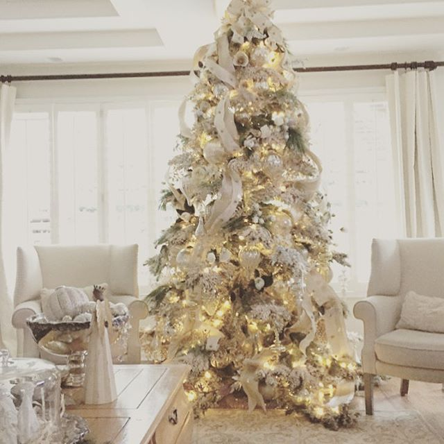 Xmas Tree Decorations With Ribbons: 1000+ Ideas About Christmas Tree Ribbon On Pinterest