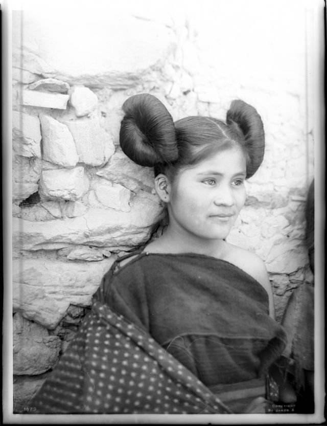 Hopi Indian maiden with traditional hairstyle, Oraibi, 1901
