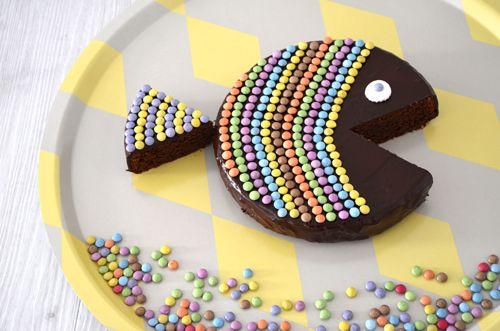 Découvrez comment confectionner un gâteau d'anniversaire facile et original en forme de poisson. Agrémenté de bonbons, il ravira les yeux et les papilles des enfants. Retrouvez également toutes les autres recettes, trucs et astuces avec les essuie-tout Okay.