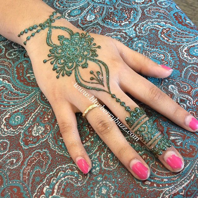 Henna at the Vaisakhi Mela with the Minnesota Punjabi Society #vaisakhimela #mn #Punjab #punjabi #heena #henna #hinna #mehndi #mehandi #mehendi #hennabyvictoria #blurberrybuzz #blurberrybuzzbodyart #minnesota #minneapolis #twincities