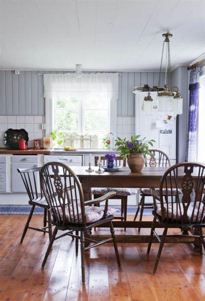 FRÅN RUCKEL TILL DRÖMHEM I GRINDA: Köket är köpt på nätet och målat med en färg från Gysinge byggnadsvård | LEVA & BO