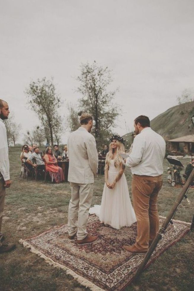 If Bohemian Camp Vibes Are Your Thing You Re Going To Love This Outdoor Wedding At Wind Wolves Preserve T Heiraten Im Zelt Romantische Hochzeiten Wedding Boho