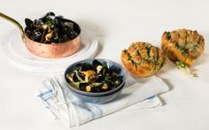 Oppskrift på Blåskjell i kremet fennikelsaus med hvitløksbrød, foto:
