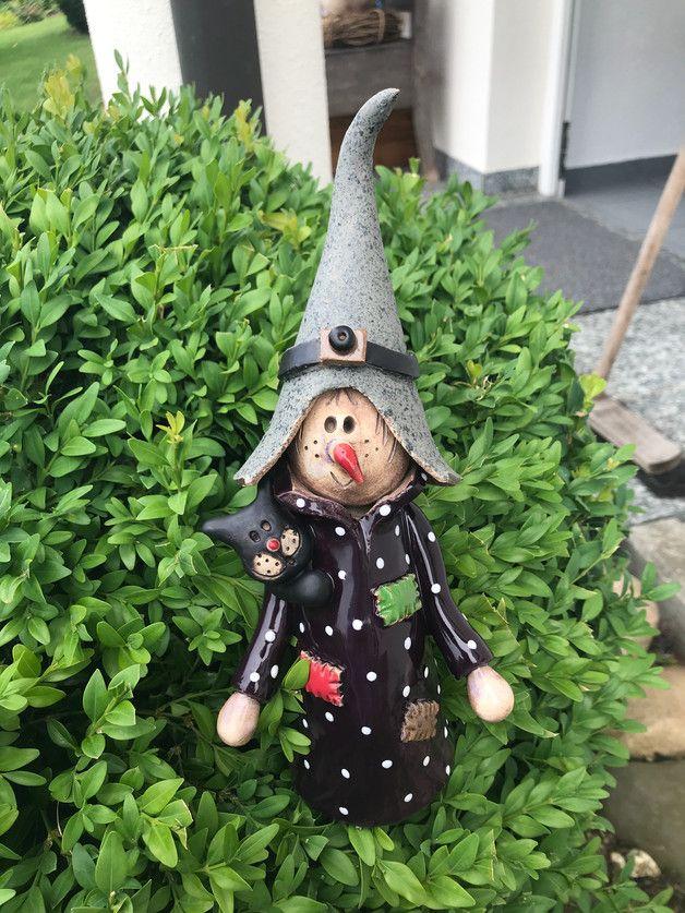 Hexe Gartenfiguren Garten Floristik Mit Liebe Handgemacht In Leinach Deutschland Von Die Kleine Tonwerkst Topferarbeiten Gartenfiguren Fimo Skulpturen
