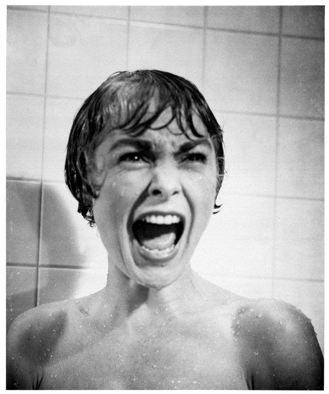 Janet Leigh en Psycho (Psicosis -1960).   Una de las escenas más famosas del #cine... #movies #películas
