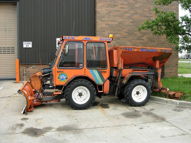 sidewalk snow plow holder tractor municipal tractors equipment milwaukee salt spreader wi dpw plowing plowsite flickr hopper attachments