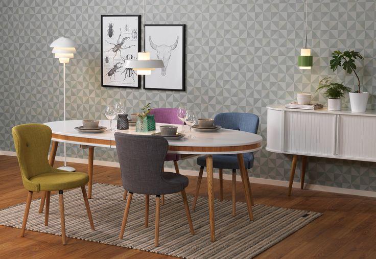 Färgglad retro i matrummet. EM Möbler - Form Matbord och Boogie tygstolar