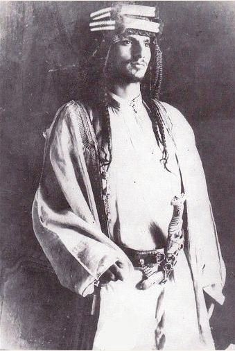 Saud bin Abdal Aziz al-Rashidi was Emir of Jabal Shammar with his capital in Ha'il. He supported the Ottomans in WWI & with the demise of his patron came the decline of al-Rashidis. Abdal Aziz ibn Saud al-Saudi who opposed the Rashidis received assistance from the British.