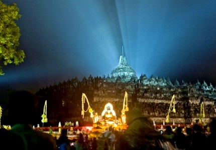Visit  Vesak  2013 in The Borobudur Temple by www.holidayplace.info