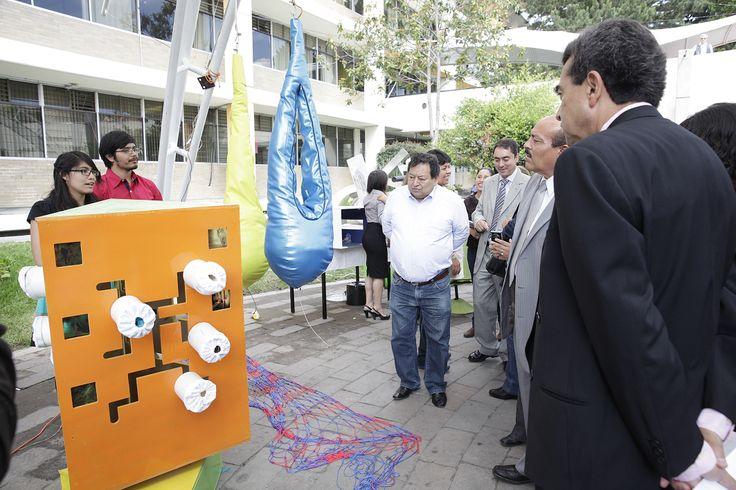 Estudiantes de la Licenciatura en Diseño Industrial de la UAEM crearon 36 modelos de equipo, mobiliario y objetos para el equipamiento de Aulas Multisensoriales de los Centros de Atención Múltiple de Educación Especial del Valle de Toluca, que permitirán estimular las capacidades de los niños y jóvenes que son atendidos en esos espacios.