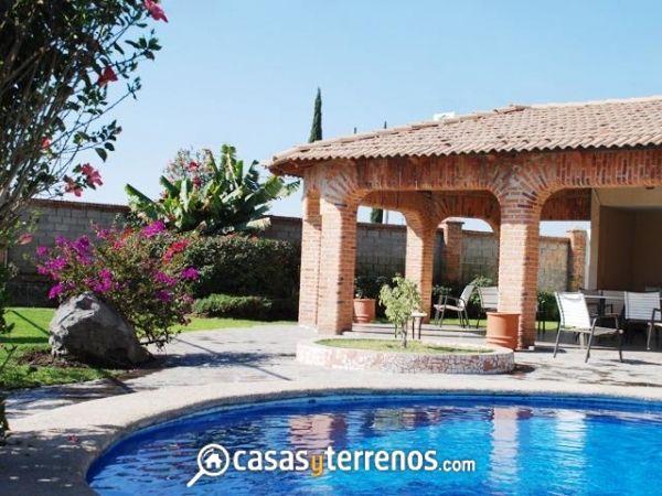 Venta de casas Villas Santa Anita en Ajijic, Jalisco. Casa club con alberca y cancha de tenis