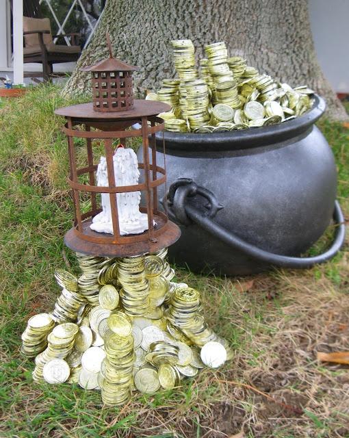 leprechaun lantern and pot o gold