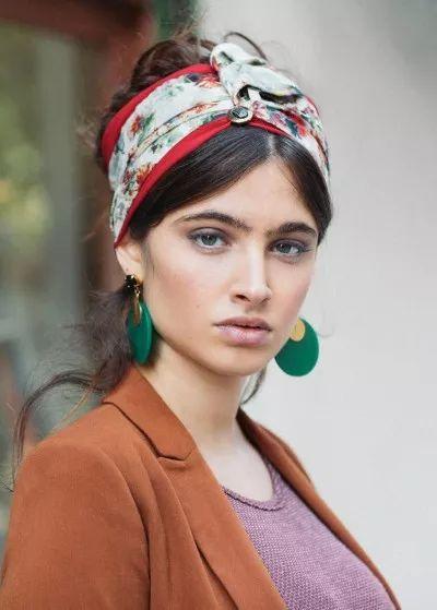 Die besten 25 turban binden ideen auf pinterest turban - Seidenschal binden ...