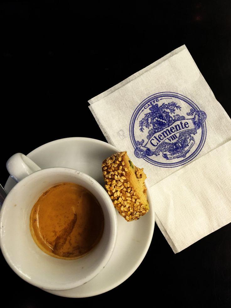 Αν δεν έχετε γευτεί και δεν έχετε μυρίσει το πλούσιο άρωμα του ντελικάτου μας καφέ espresso, τότε δεν ξέρετε τι χάνετε. Καθώς πάτε ένα πρωί στην δουλειά, περάσετε από το αγαπημένο σας Clemente VIII και ζητήστε έναν espresso και αρχίστε όμορφα την ημέρα σας! #ClementeCafe #CityLink #ClementeVIII #Coffee #FourSquare #Athens #ClementeAthens #AthensCafe #CoffeeInAthens #BestCoffee #AthensCoffee #CoffeeTime #CoffeeIsGood #BenefitsOfCoffee #Espresso