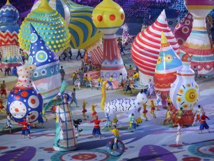 Tänzer, bunte Ballons:Russische Folklore bei der Eröffnungsfeier der olympischen Winterspiele