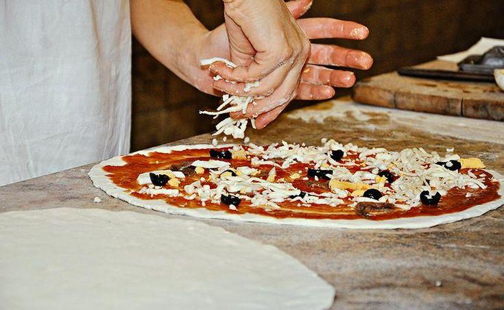 NOW #record #pizza #milano   #photo of your #pizza hashtag #Pizza4people   You are the star  #Italy  #expo2015 #yummy   Expo 2015: pizza da guinness per tutela Unesco #Expo2015 #PadColdiretti #pizzaunesco http://giovanimpresa.coldiretti.it/pubblicazioni/eventi/pub/expo-2015-pizza-da-guinness-per-tutela-unesco/…
