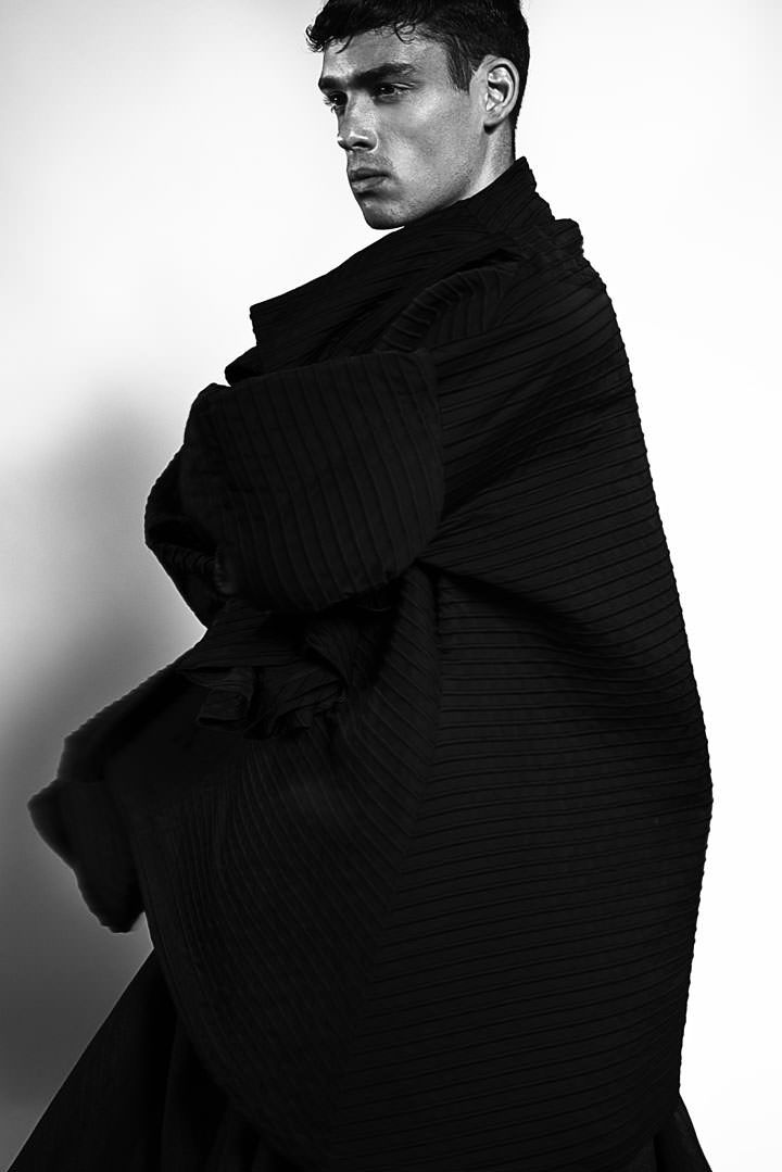 Coat large : Greta Constine Blues jeans skirt : Elisabeta Franchi