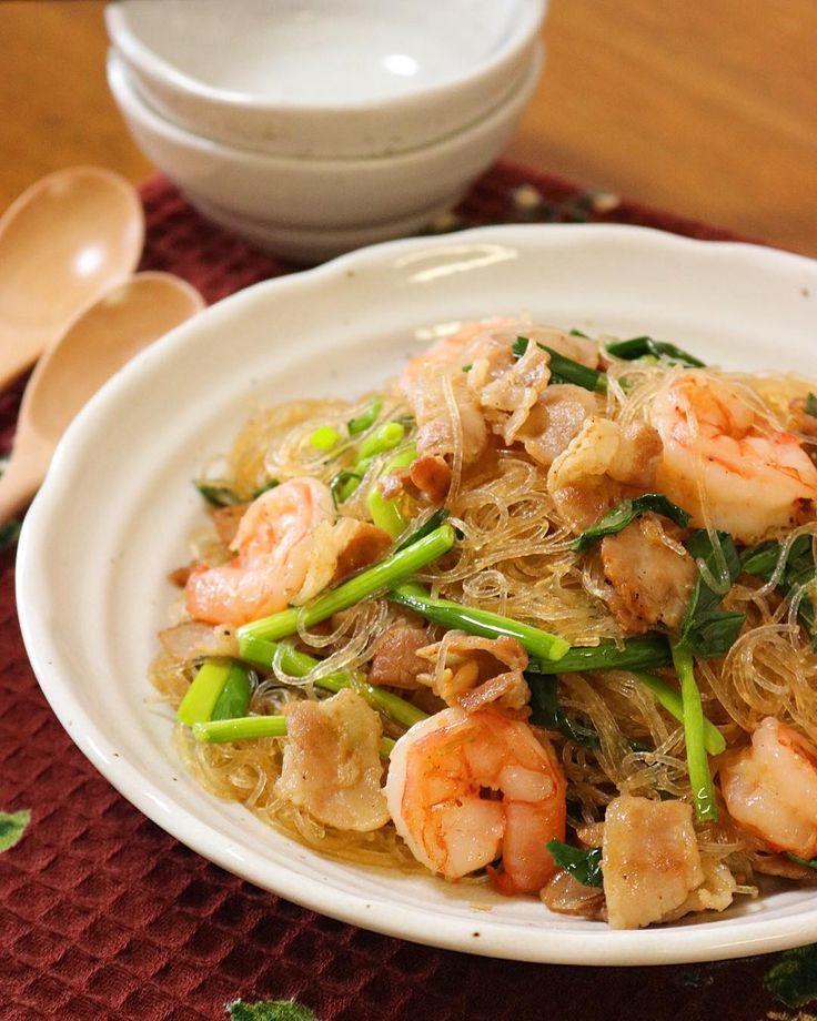 *2017.4.24*  Stir-Fried Prawn and Glass Noodle  先日タイ料理のお店で食べた 海老と春雨の炒めものが とーっても美味しかったので レシピ検索し 早速、今夜の食卓に✨  #food #foodpic #instacooking #instafood #homemade #homemadedinner #onthetable #dinner #thaifood #stirfried #prawns #glassnoodles #thaicuisine  #thaidish  #夕飯 #晩ごはん #手作りごはん #おうちごはん #食卓 #タイ料理 #海老 #春雨 #炒め物 #メイン #お料理  #miyukitchencooking http://w3food.com/ipost/1499927017481612191/?code=BTQz6zqAKuf