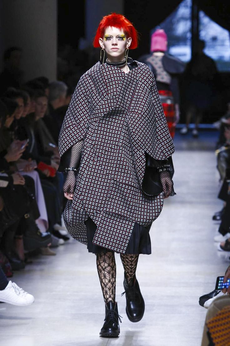 Ziggy Stardust hair and ferocious lashes, plaid and tartan collaged cocoon coats, others that formed dinosaur-like points, studded collars and biker jackets; rock out with Junya. This is how. [CONT...