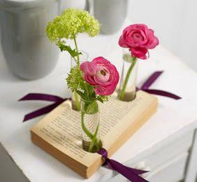 Basteln mit Buchseiten: raffinierte Blumenvase