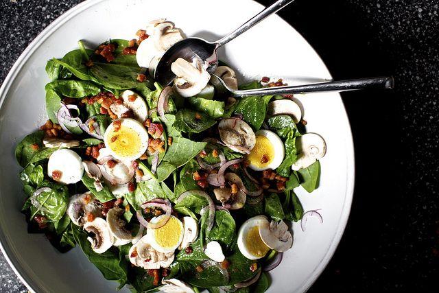 Spinach Salad with Warm Bacon Vinaigrette / Smitten Kitchen