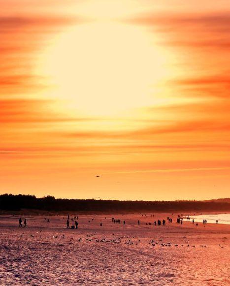 Takie zachody słońca, tylko na świnoujskiej plaży. http://kontakt24.tvn24.pl/takie-zachody-slonca-tylko-na-swinoujskiej-plazy,2993811,ugc