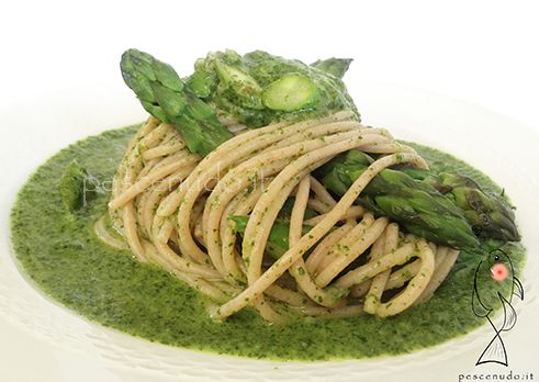 """Matteo Casadio chef has made a delicious recipe to celebrate the Earth Day. This recipe is prepared with authentic Italian ingredient as """"Secoli d'Amore"""" farro spaghetti, fresh asparagus, dandelion and """"Amore Dei Sensi"""" extra virgin olive oil. Visit our online shop to buy Italian food and wine, products that have brought fame to Abruzzo region. http://www.gustoperamore.com/"""