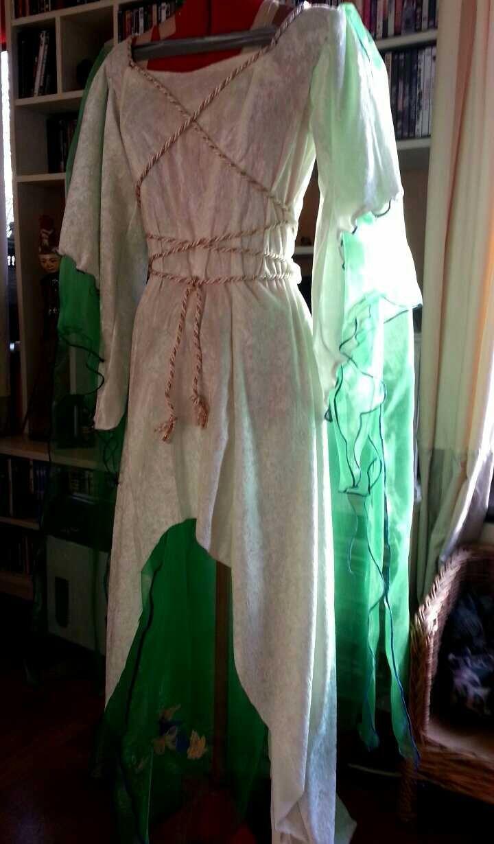 Dit heb ik gemaakt  voor de dochter van Annelies Klein Soraya het moest passen bij de jurk voor Annlies Klein.