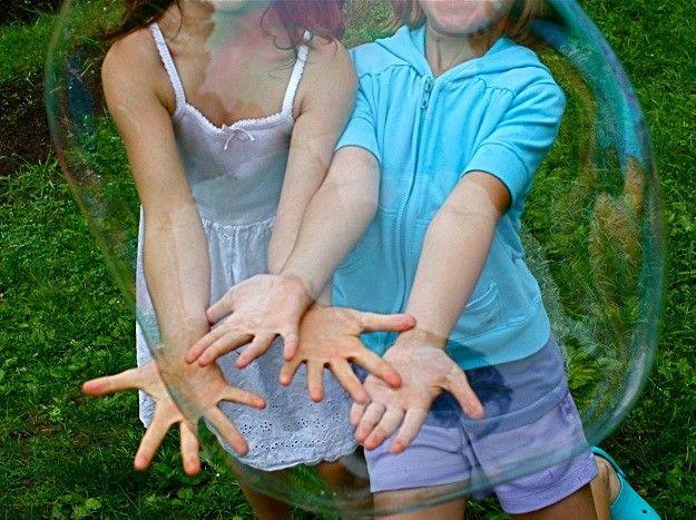 Juegos de niños: pompas de jabón gigantes