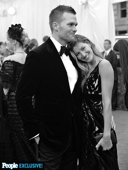 Days after attending celebrity hairstylist Harry Josh's birthday party, cozy couple Tom Brady and Gisele Bündchen continue their snuggle fest at the Met Gala.