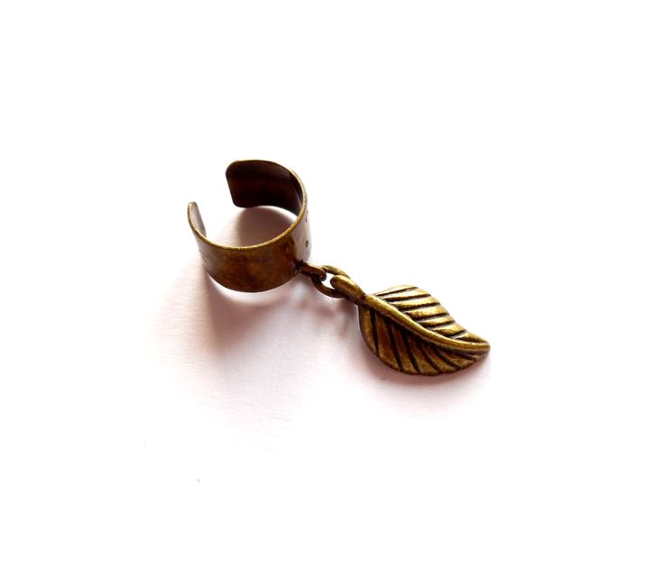 Ear cuff i brons med ett löv.