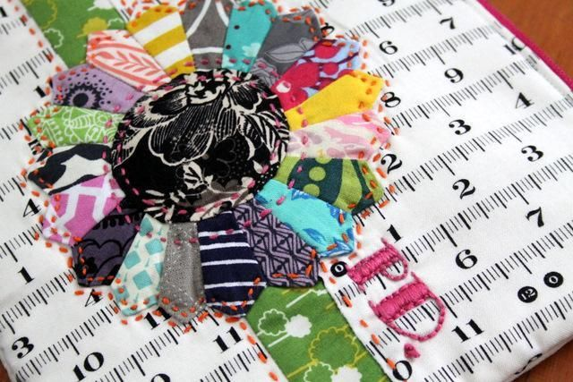 Free Quilting Pattern: mini dresden plate: Dresden Plate Patterns, Quilting Patterns, Plates Patterns, Quilts Sewing, Minis Dog Qu, Minis Dresden, Free Minis Quilts Patterns, Free Patterns, Dresden Plates