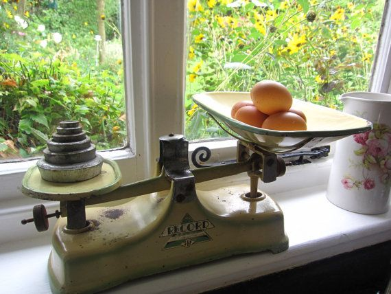 Vintage kitchen scales with weights. Made by by thevintagemagpie01