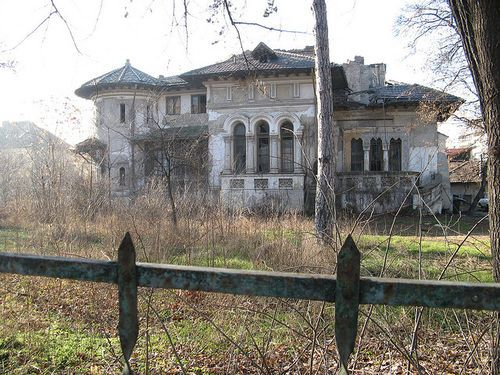 So sad to see such a beautiful home abandoned.