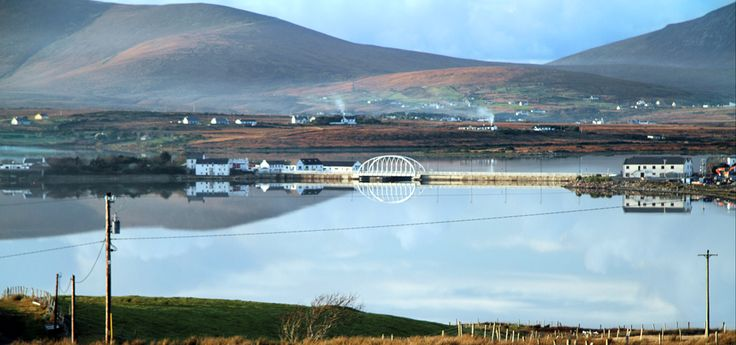 De brug tussen Accail Island en de Curraun Peninsula is vernoemd naar de grote, éénarmige vrijheidsstrijder uit county Mayo, Michael Davitt, West-Ierland.  ©Annie Wright Photography