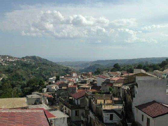 http://www.sangiovannidigerace.com/centro_storico/panorama_2.JPG