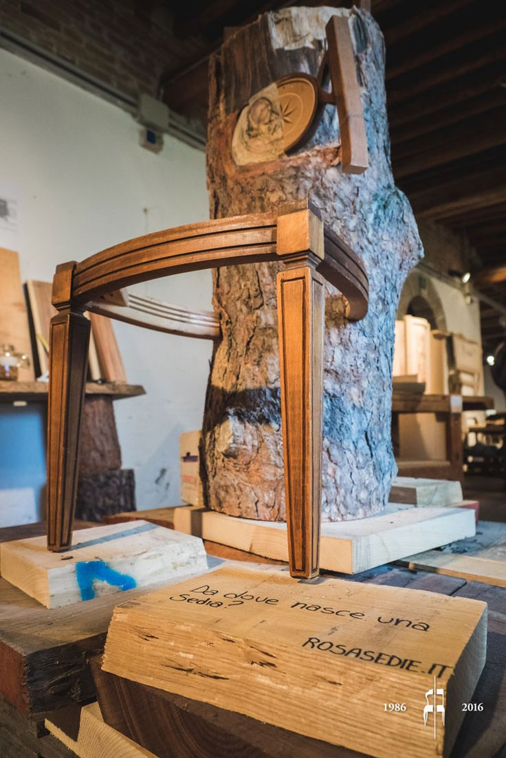 """""""Come nasce una sedia"""". Borning chair from the tree trunk. During the first few days of June we participated to the second edition of Festival delle Basse, a local event that this year took place at Villa Correr in Casale di Scodosia. A moment of harmony and celebration, an opportunity to discover the beauty around us."""