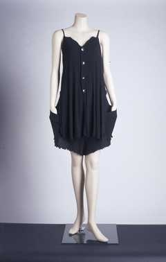 14-11-11  CMU  Broek-jurk (ca. 1990)  Yohji Yamamoto. Zwarte ribtricot met stretch.