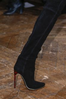 Article à trouver pour cet hiver,les bottes parfaites ! ici BALMAIN