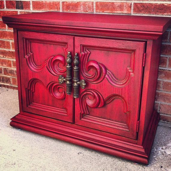 Vintage shabby chic red side table, loveeee the color!