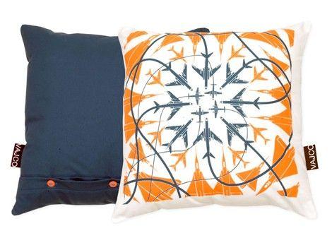 Pillow Chaser crash / designed by Eva Hanzalová / 25,- € / www.vajco.cz