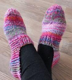 Das sind jetzt meine, Größe 38. Gestrickt mit Nadel 3,5 und 64 g Reste-Sockenwolle Aus einer hübschen und einer weniger hübschen Woll...