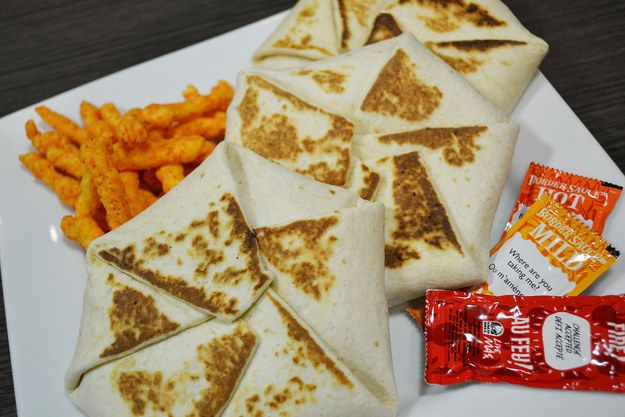 We Tried Taco Bells Exclusively Canadian Cheetos Crunchwrap Sliders