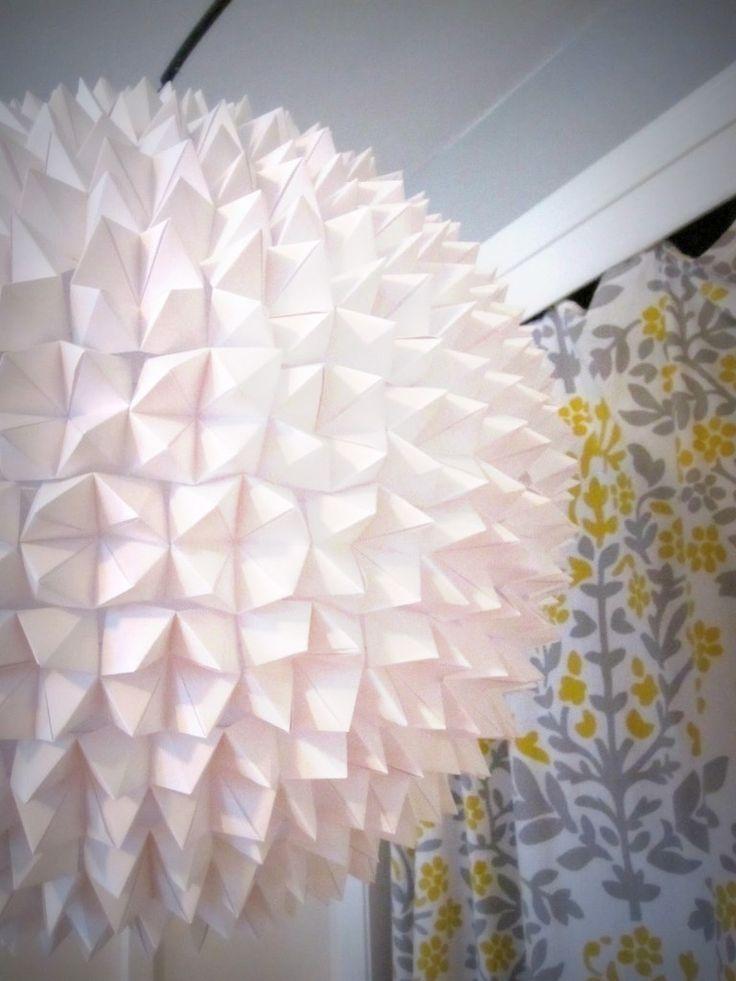 lamp van gevouwen peper-en-zout-vaatjes via beautifullycontained