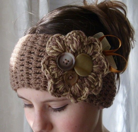 I want this ear warmer headband! i have one but it doens't have buttons!