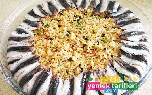 Hamsili Pilav Tarifi hamsili pilav tarifi,hamsili pilav nasıl yapılır,balık tarifleri,fish recipe,renkli yemek tarifleri http://renkliyemektarifleri.com/hamsili-pilav-tarifi