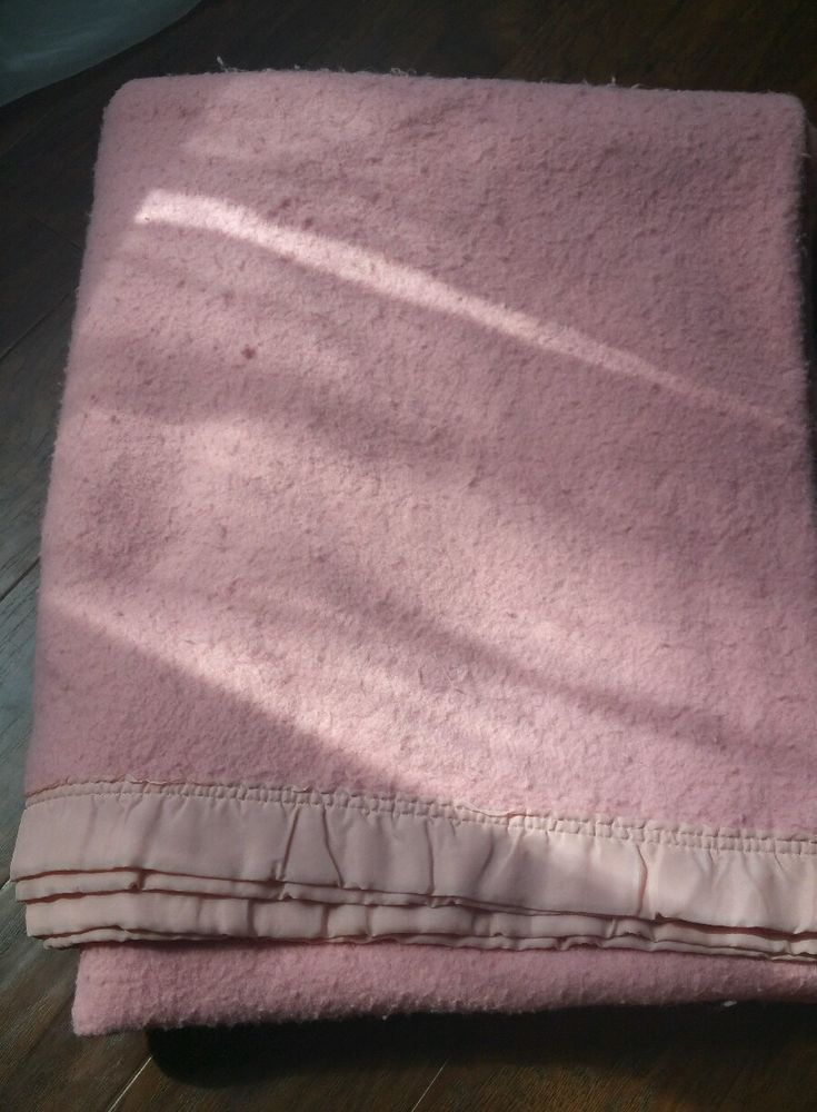 Vintage Pink Acrylic Blanket Chatham? Smooth Satin Trim 85 x 67 USA Winter Warm   Collectibles, Linens & Textiles (1930-Now), Bed & Bath Linens   eBay!